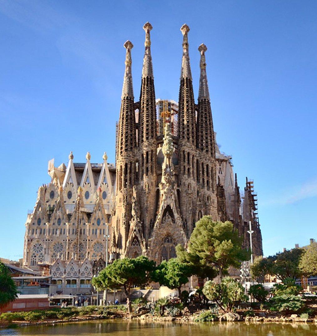free bike tour barcelona sagrada familia